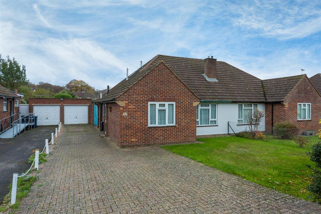 3 Bedrooms Chalet House for sale in Fennels Farm Road, Flackwell Heath