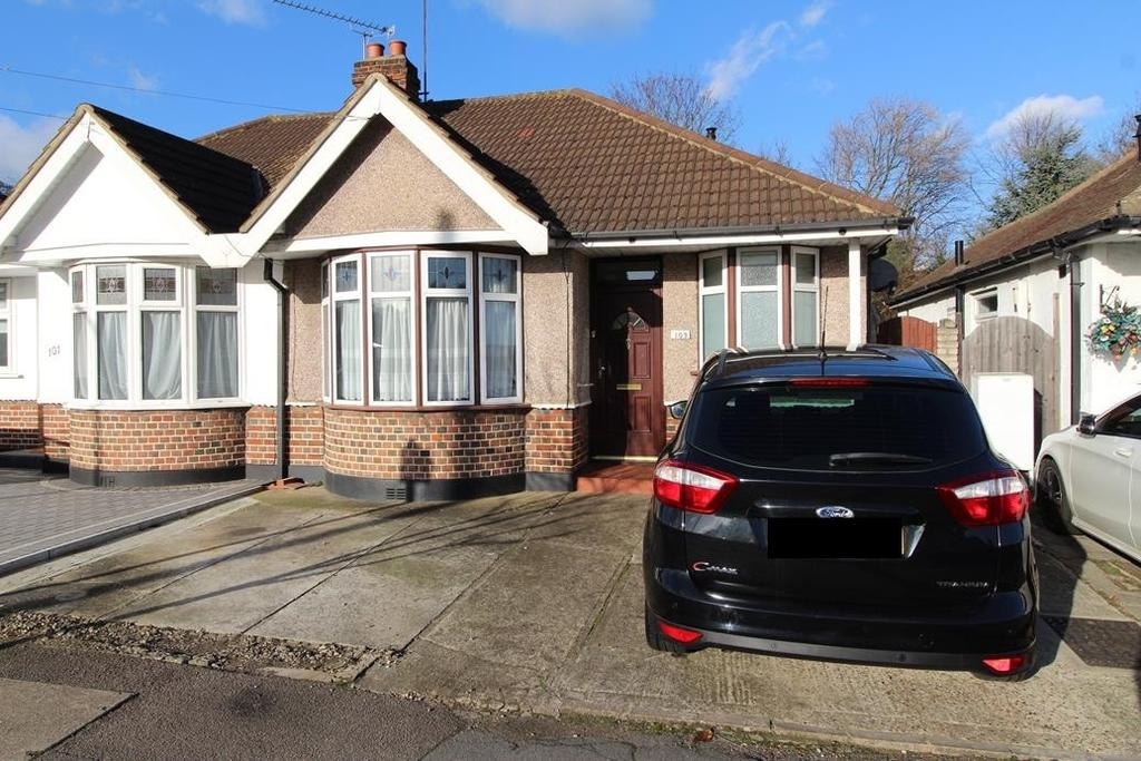 2 Bedrooms Semi Detached Bungalow for sale in Howard Road, Upminster, Essex, RM14