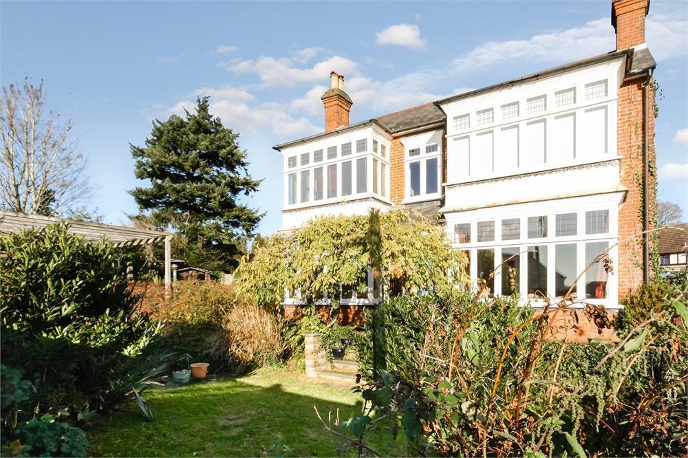 4 Bedrooms Detached House for sale in Wellesley Garden, FARNHAM, Surrey