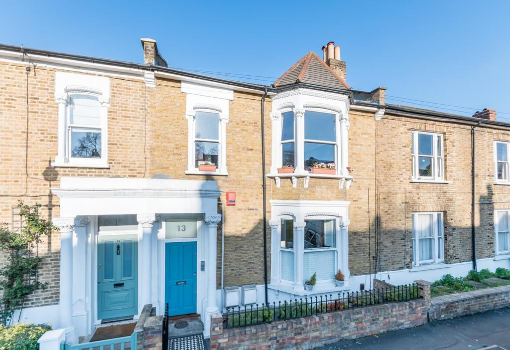 3 Bedrooms Flat for sale in Hinckley Road London SE15