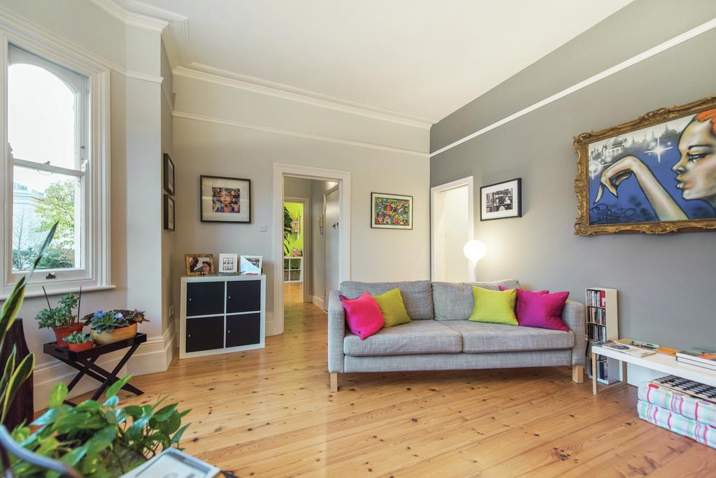 2 Bedrooms Flat for sale in Lavender Gardens, SW11