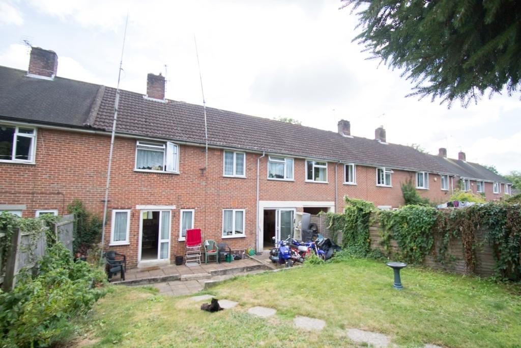4 Bedrooms Terraced House for sale in Moorside Road, BH11