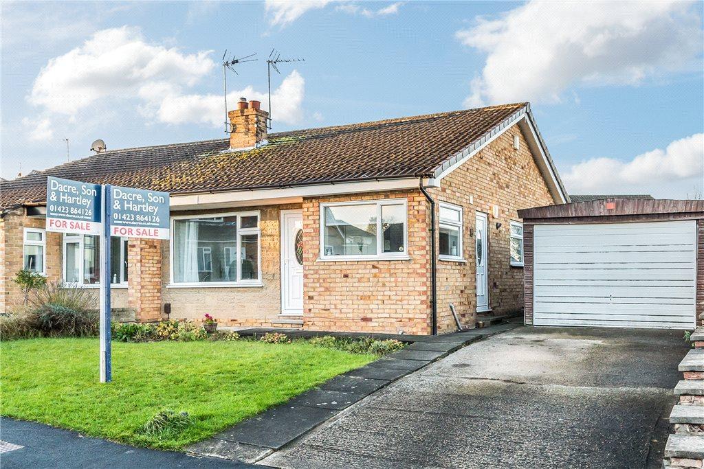 2 Bedrooms Semi Detached Bungalow for sale in Manor Drive, Knaresborough, North Yorkshire