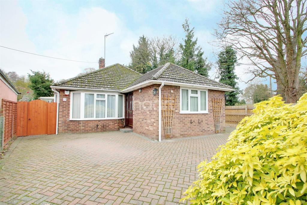 3 Bedrooms Bungalow for sale in Icepits Close, Great Barton