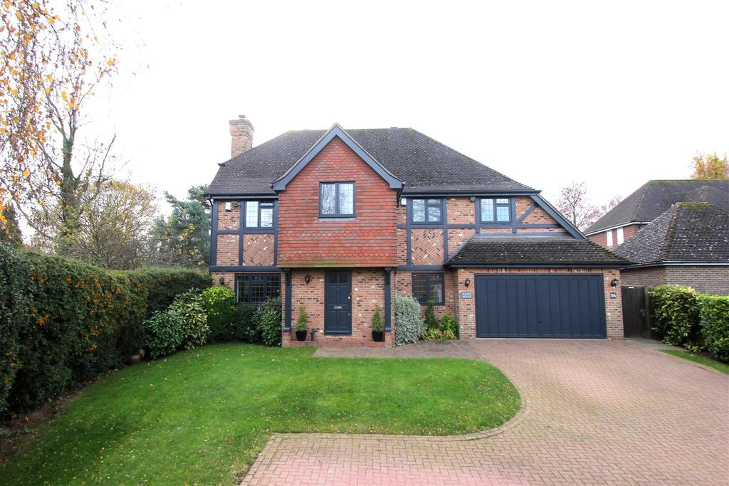 5 Bedrooms Detached House for sale in Longaford Way, Hutton Mount, Brentwood