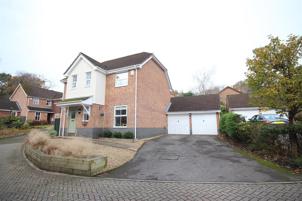 4 Bedrooms Detached House for sale in Bryony Close, Broadstone