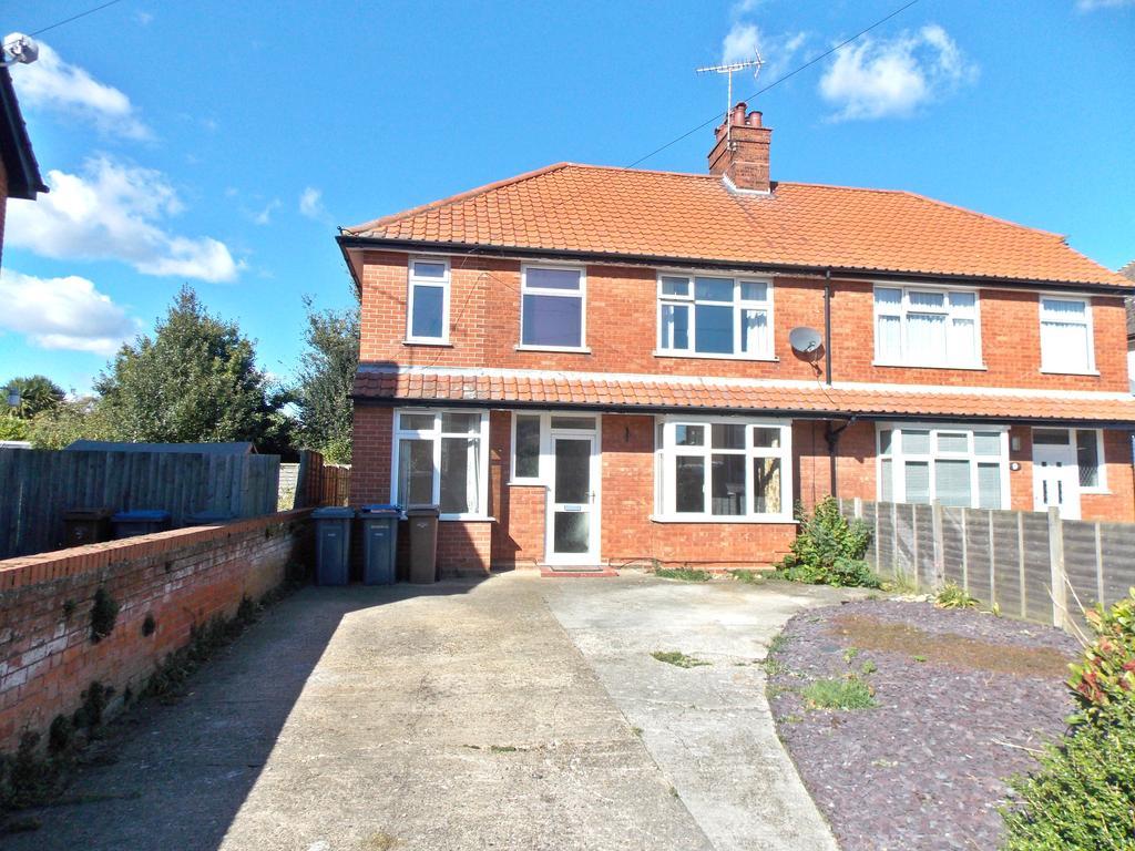 4 Bedrooms Semi Detached House for sale in Exeter Road, Felixstowe IP11