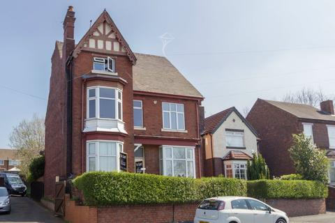 2 bedroom flat to rent - Vicarage Road, Langley, B68 8HT