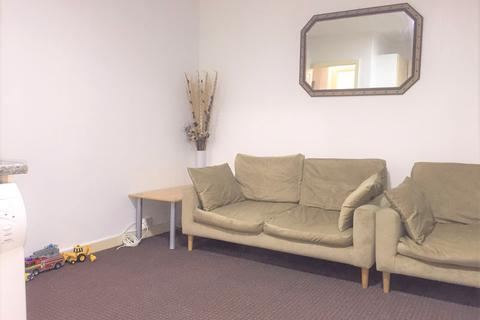 2 bedroom flat to rent - Raymond Road , Newbury Park , Ilford  IG2