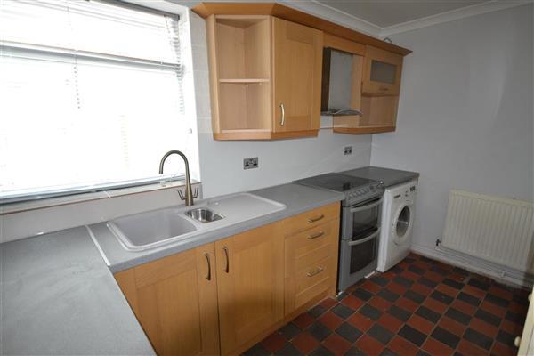 Kitchen 11' 8' x 7' 3' (3.56m  x 2.20m)