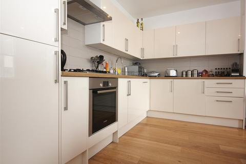 2 bedroom flat to rent - Crescent Stables, London