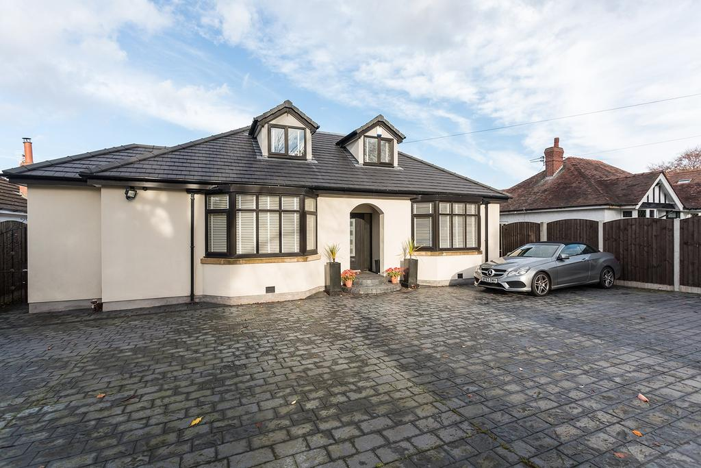 4 Bedrooms Bungalow for sale in Higher Lane, Lymm