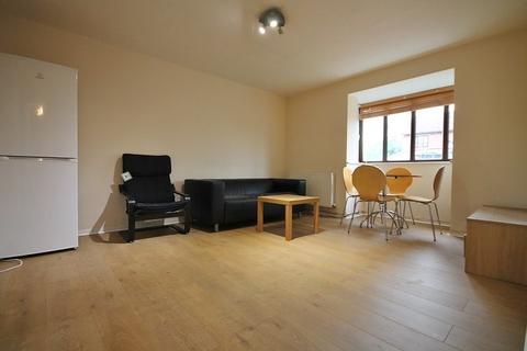 2 bedroom flat to rent - Charleston Close, Feltham, TW13