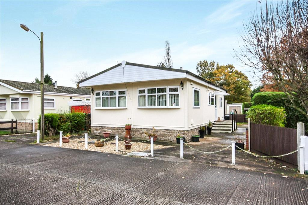 2 Bedrooms Detached House for sale in Longacre Park, Wood Lane, South Hykeham, Lincoln, LN6