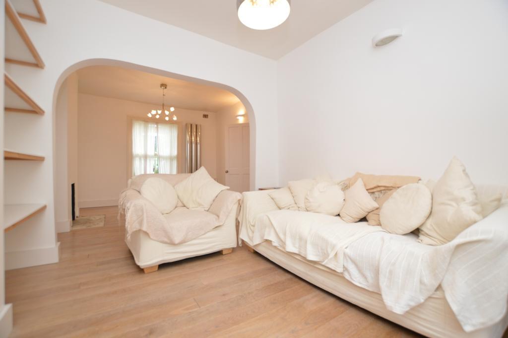 3 Bedrooms Terraced House for rent in Lyndhurst Grove Peckham SE15