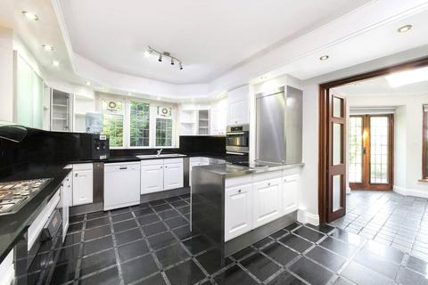 7 bedroom detached house to rent - Winnington Road, London