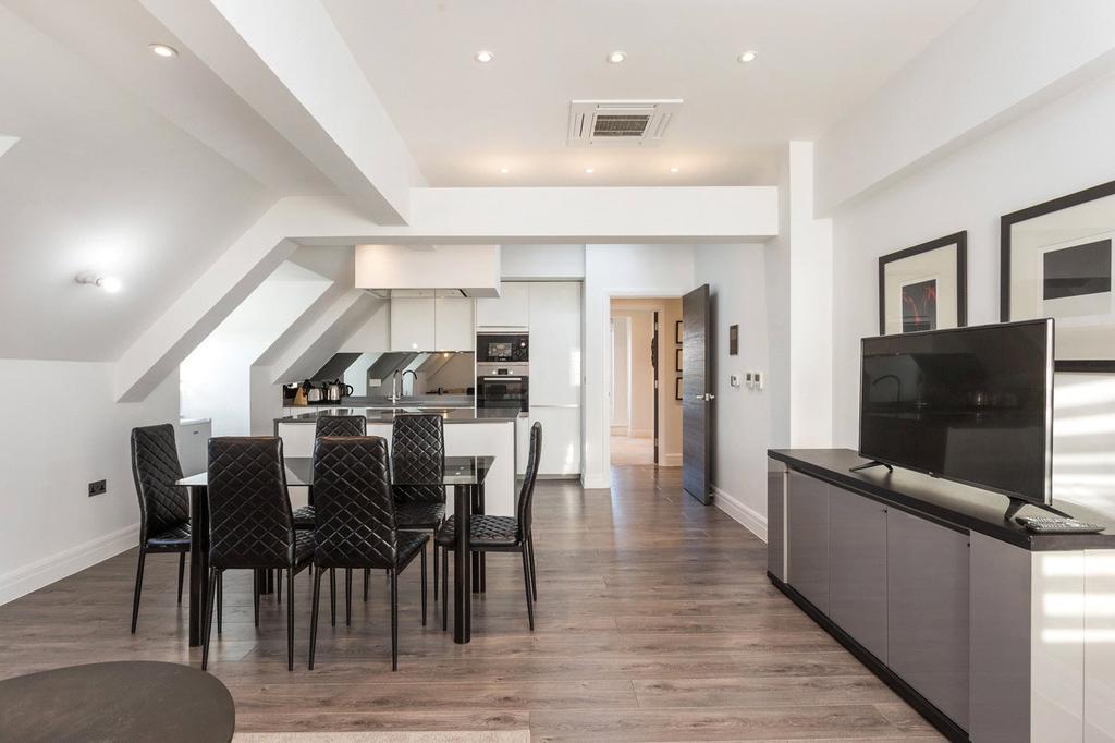 3 Bedrooms Flat for rent in Kew Bridge Road, Brentford, Middlesex