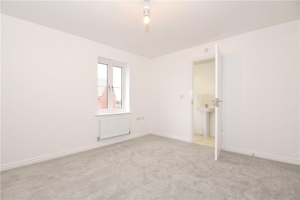 4 Bedrooms Semi Detached House for sale in Drayhorse Crescent, Woburn Sands, Milton Keynes, Buckinghamshire