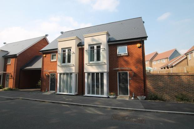 4 Bedrooms House for sale in Skylark Way, Burgess Hill, RH15