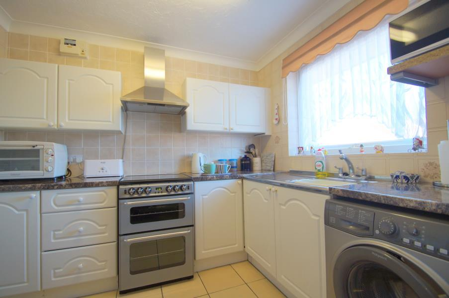 2 Bedrooms Semi Detached Bungalow for sale in Cann Hall, Clacton On Sea