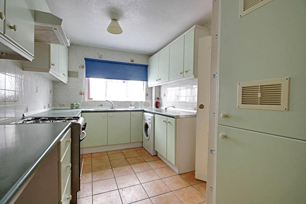 3 Bedrooms Terraced House for sale in Sturrocks Basildon