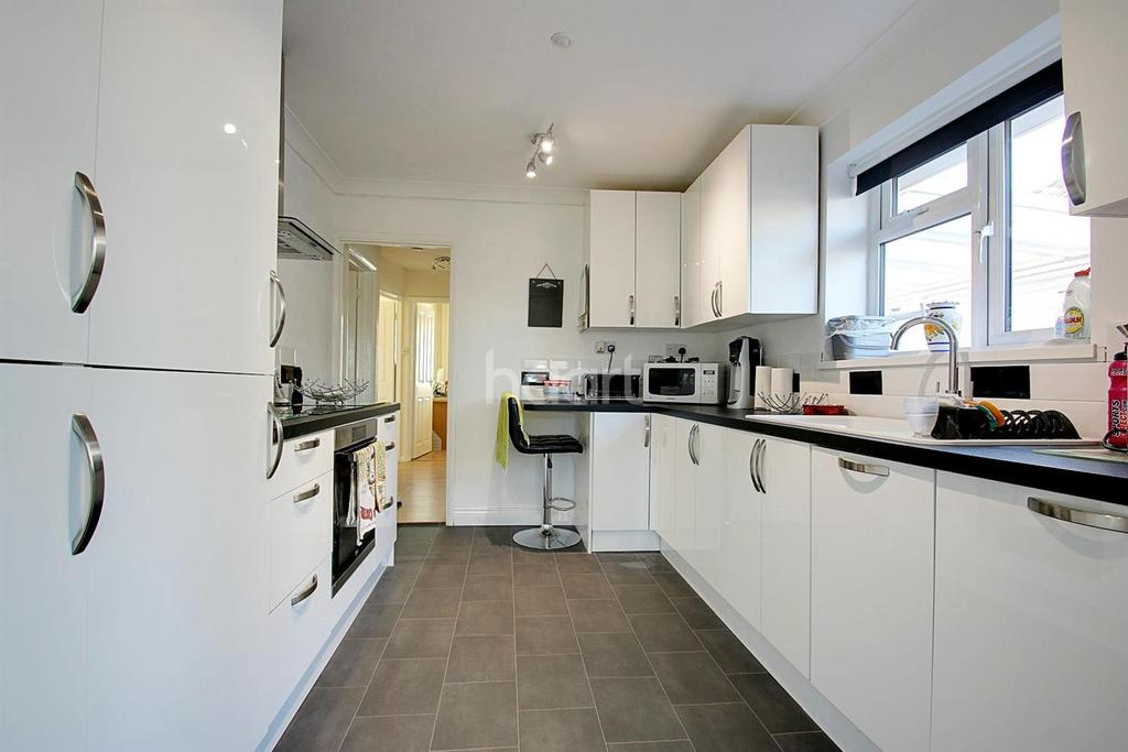3 Bedrooms Bungalow for sale in Anerley Close, Allington, Maidstone, Kent, ME16