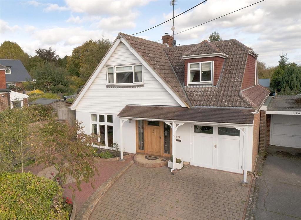 4 Bedrooms Detached House for sale in Butchers Lane, Mereworth, Maidstone, ME18 5QE