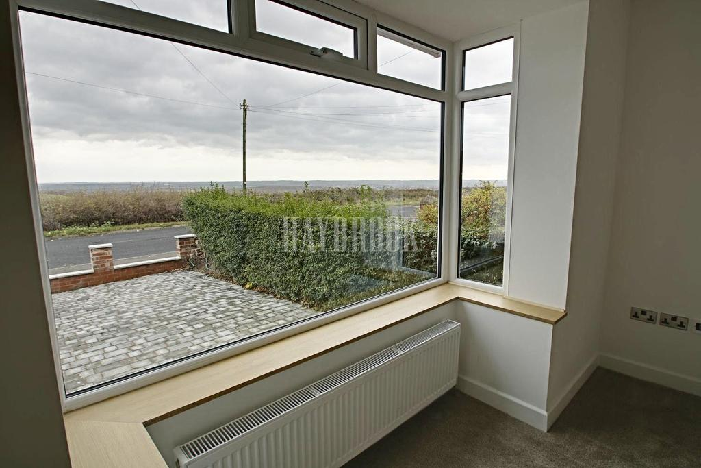 4 Bedrooms Semi Detached House for sale in Staincross Common, Staincross