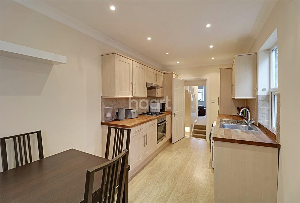3 Bedrooms Maisonette Flat for sale in Oakleigh Road North, Whetstone, N20