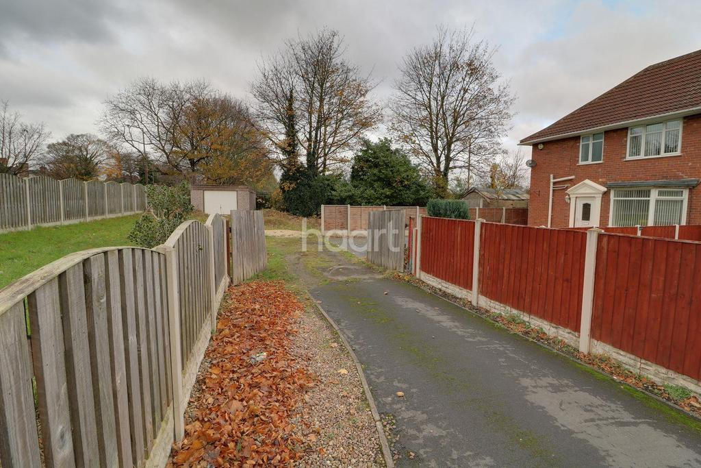 3 Bedrooms Semi Detached House for sale in Great North Road, Woodlands, Doncaster