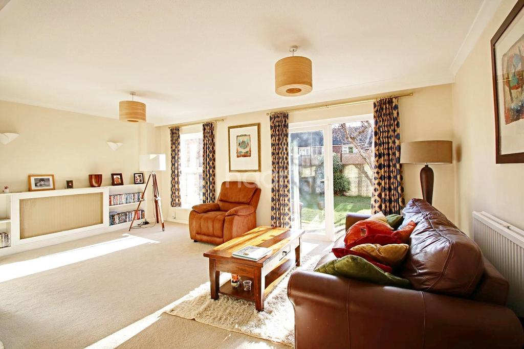 4 Bedrooms Terraced House for sale in Heights Close, West Wimbledon, London, SW20