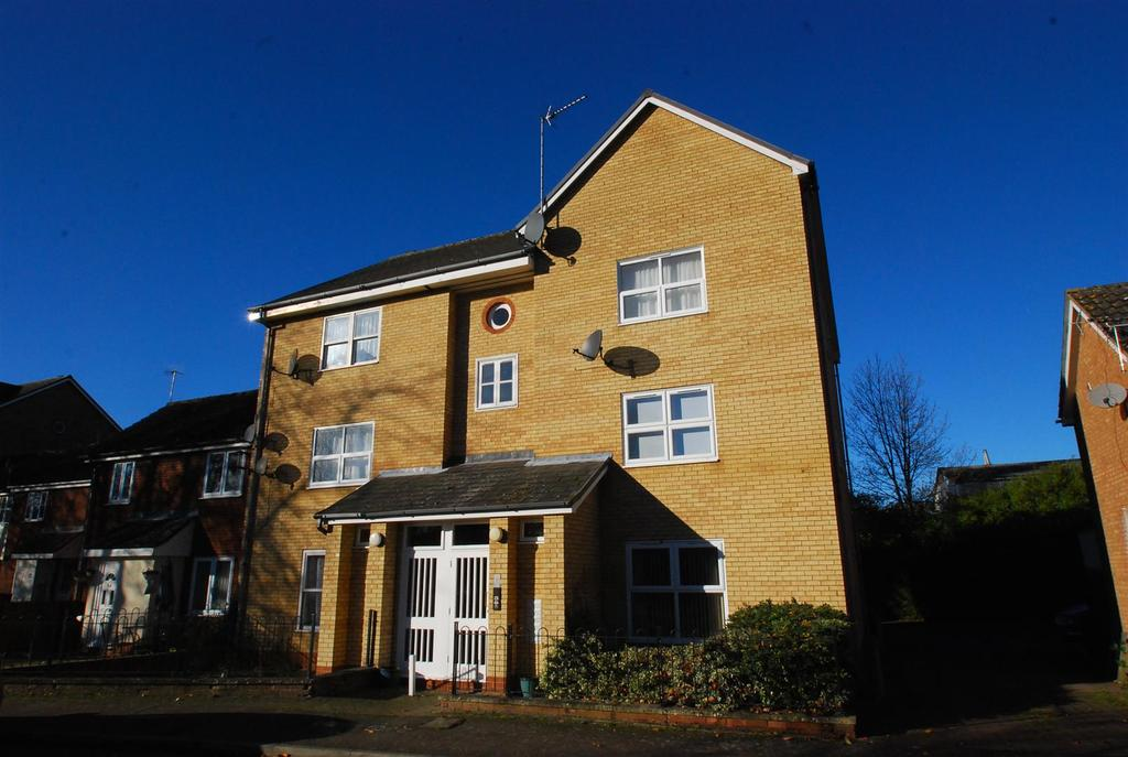 2 Bedrooms Apartment Flat for sale in Denham Close, Bury St. Edmunds