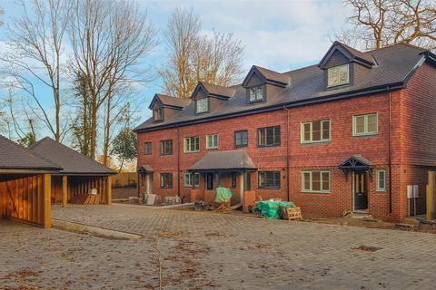 3 bedroom end of terrace house for sale - Woodland's Edge, Handcross