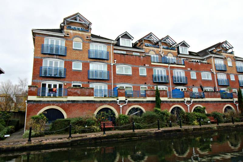 2 Bedrooms Flat for rent in Britannia Quay Apartments, Brittania Road, Sale, Cheshire, M33 2NY