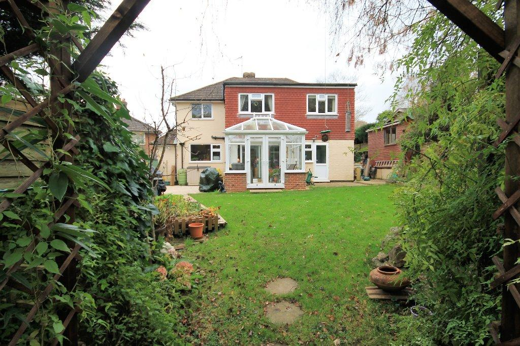 4 Bedrooms Detached House for sale in Ash Tree Close, Haslemere