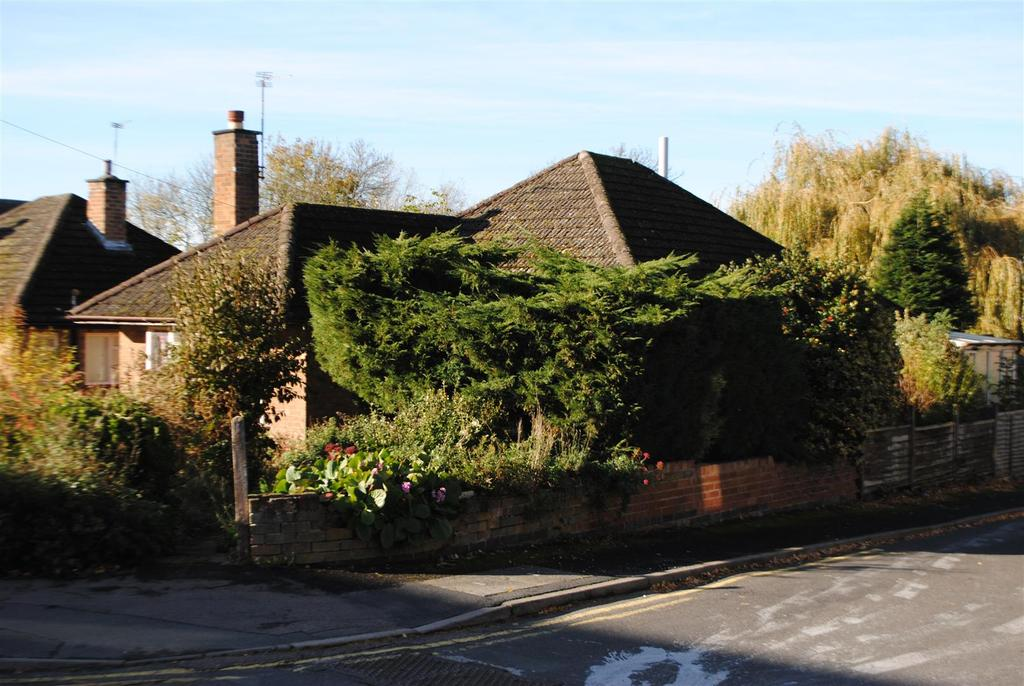 2 Bedrooms Detached Bungalow for sale in Garendon Close, Shepshed