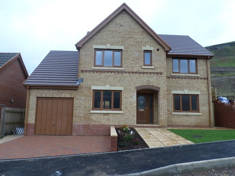 4 Bedrooms Detached House for sale in Pleasant Heights, Porth