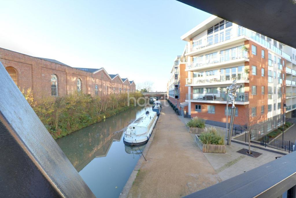 2 Bedrooms Flat for sale in Wolverton Park