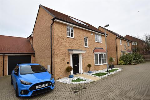 4 bedroom detached house for sale - Claremont Crescent, Rayleigh