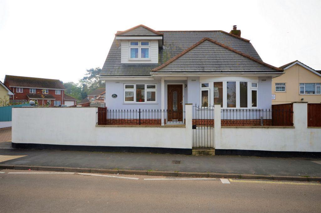 3 Bedrooms Bungalow for sale in Warren Road, Dawlish Warren, EX7