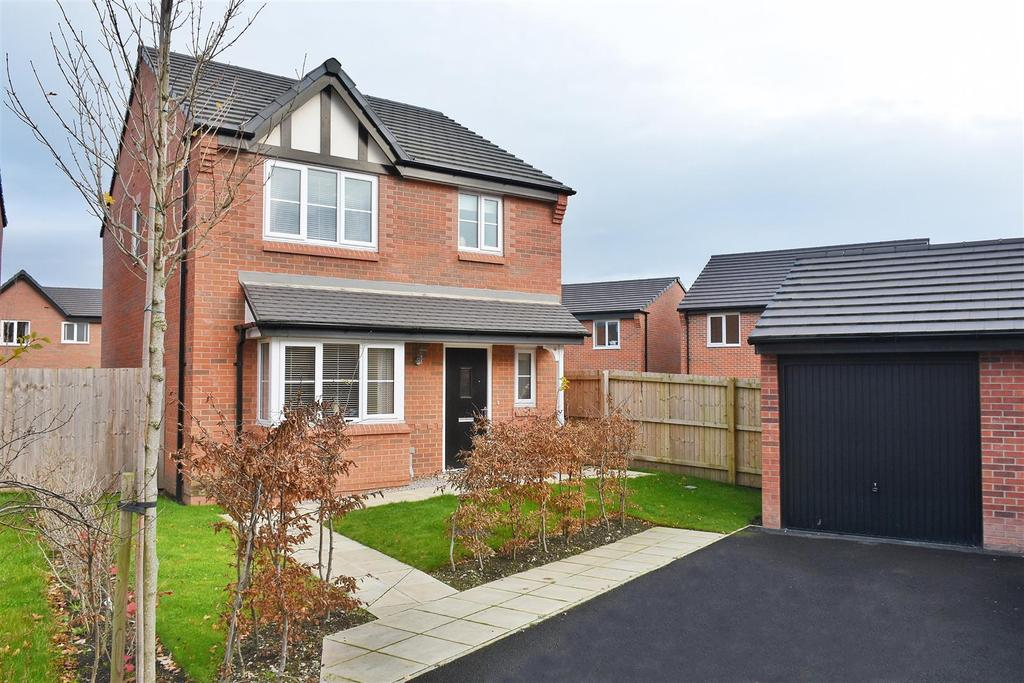 3 Bedrooms Detached House for sale in Thornley Green, Lostock Gralam