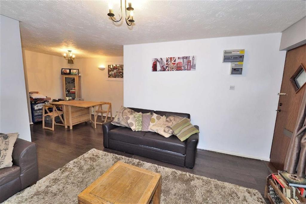 1 Bedroom Flat for sale in Maple Gate, Loughton, Essex