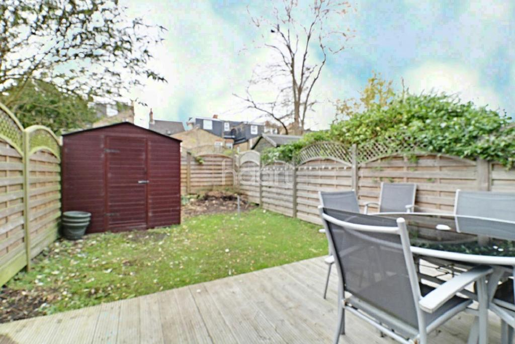 3 Bedrooms End Of Terrace House for sale in Hardy Road, Wimbledon, SW19