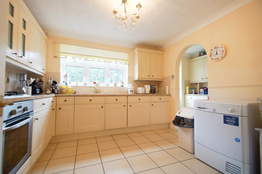 4 Bedrooms Detached House for sale in CLACTON-ON-SEA, Essex