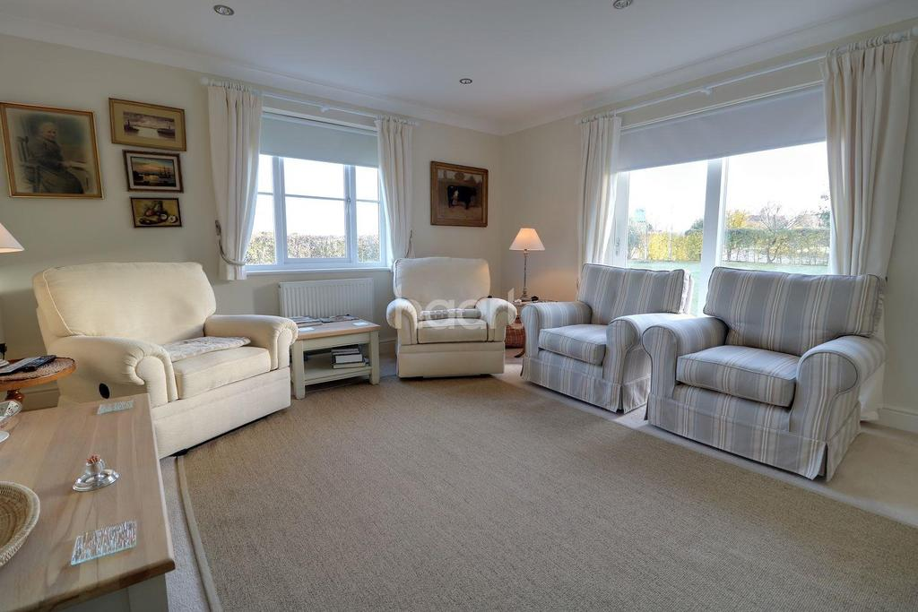 4 Bedrooms Detached House for sale in Cavell Close, Bawdsey