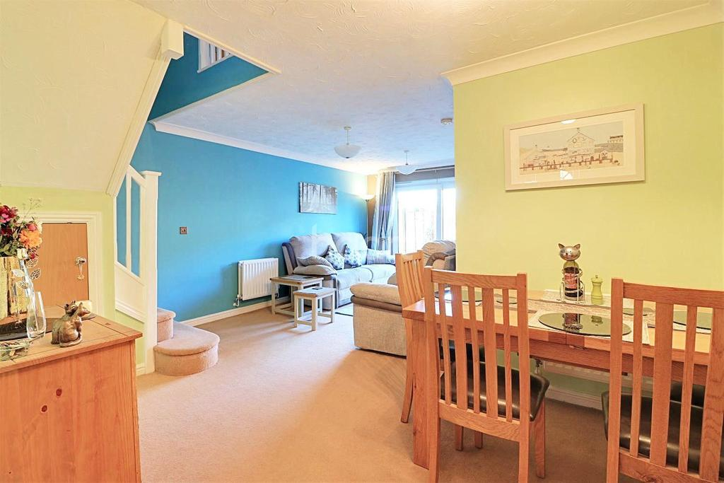 3 Bedrooms Semi Detached House for sale in Helsinki Way, Dereham