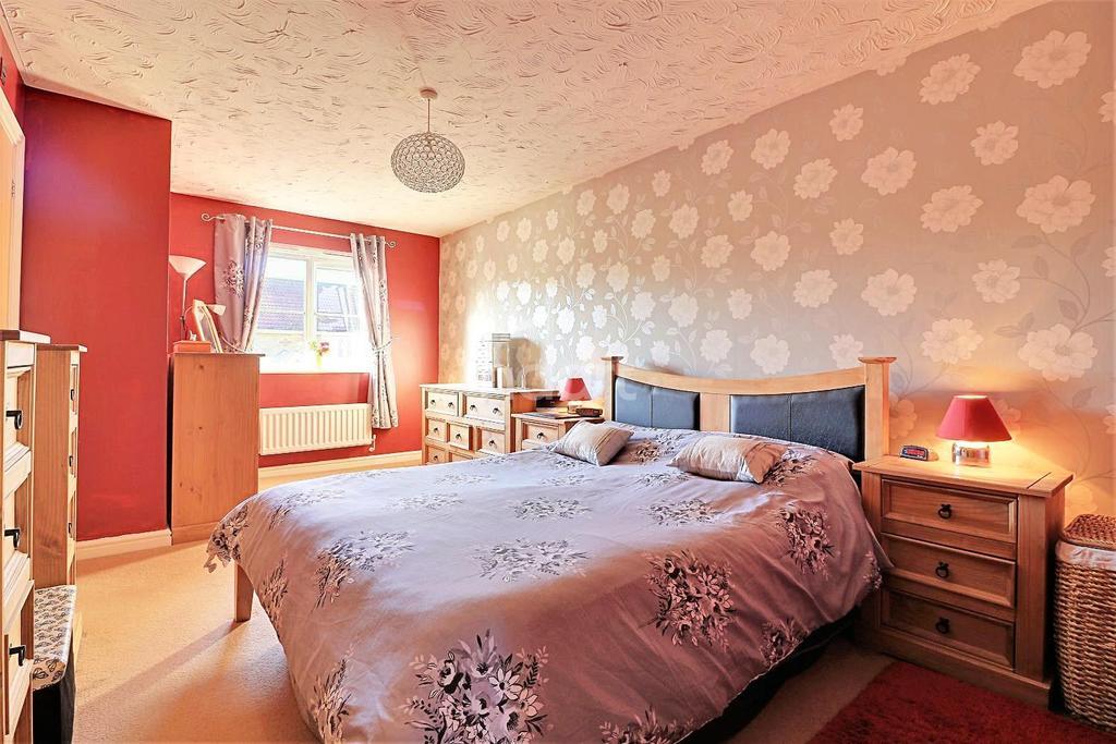 3 Bedrooms Semi Detached House for sale in Helsinki Way, Dereham