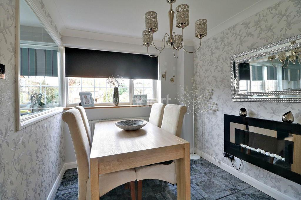 3 Bedrooms Terraced House for sale in Kingfisher Close, Shoeburyness