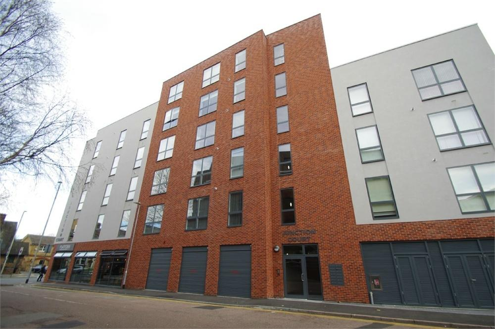2 Bedrooms Flat for rent in Junction Court, 9 Station Road, Watford, Hertfordshire