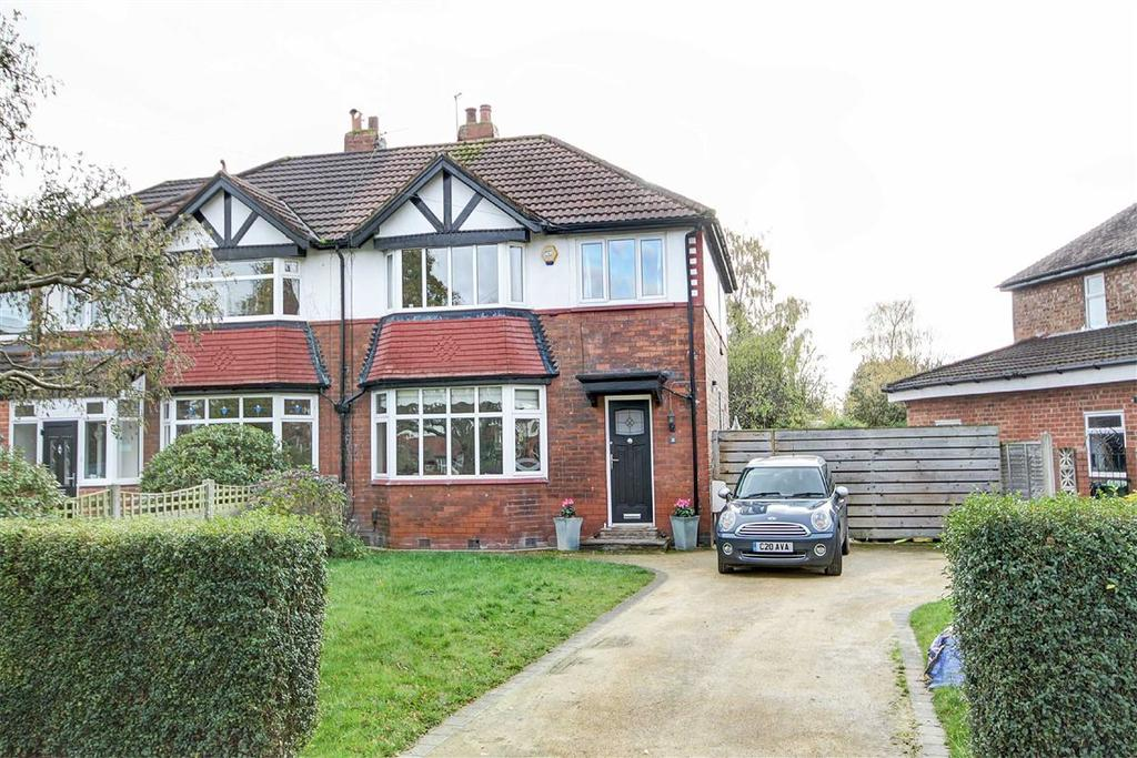 3 Bedrooms Semi Detached House for sale in Green Walk, Timperley, Cheshire